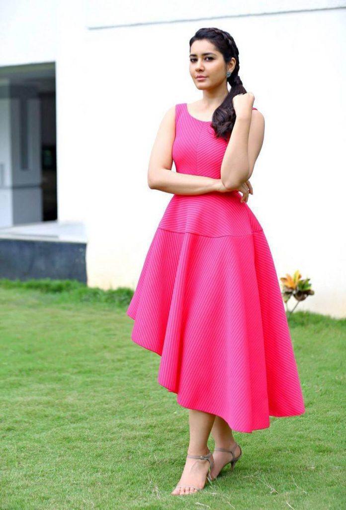 Raashi Khanna Attractive Photos