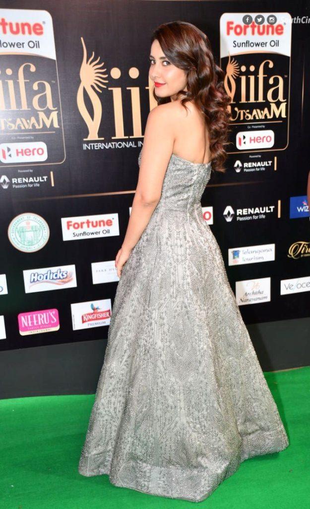 Raashi Khanna Hot Backside Backless Images At Award Show