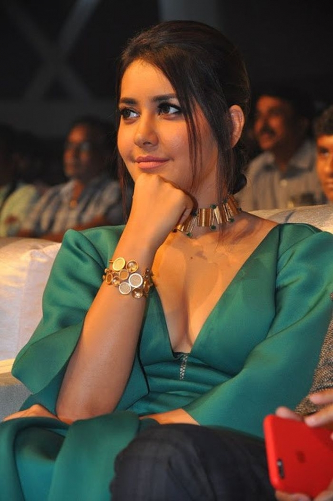 Raashi Khanna Images Free Download