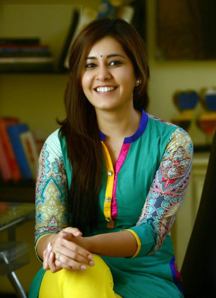 Raashi Khanna Photos For Profile Images