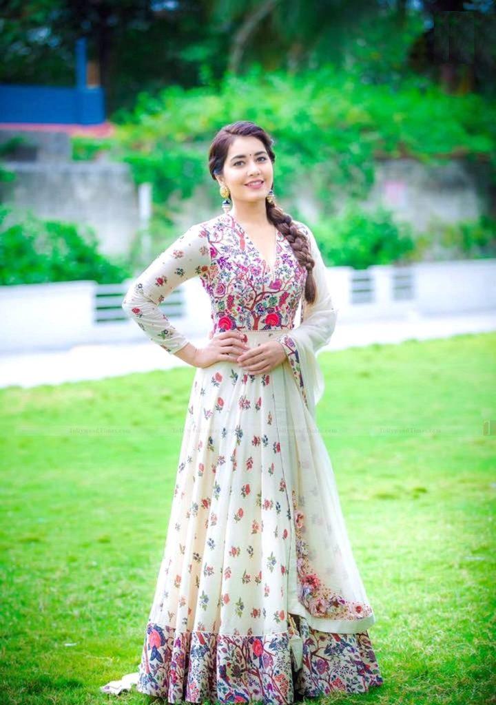 Raashi Khanna Royal Images