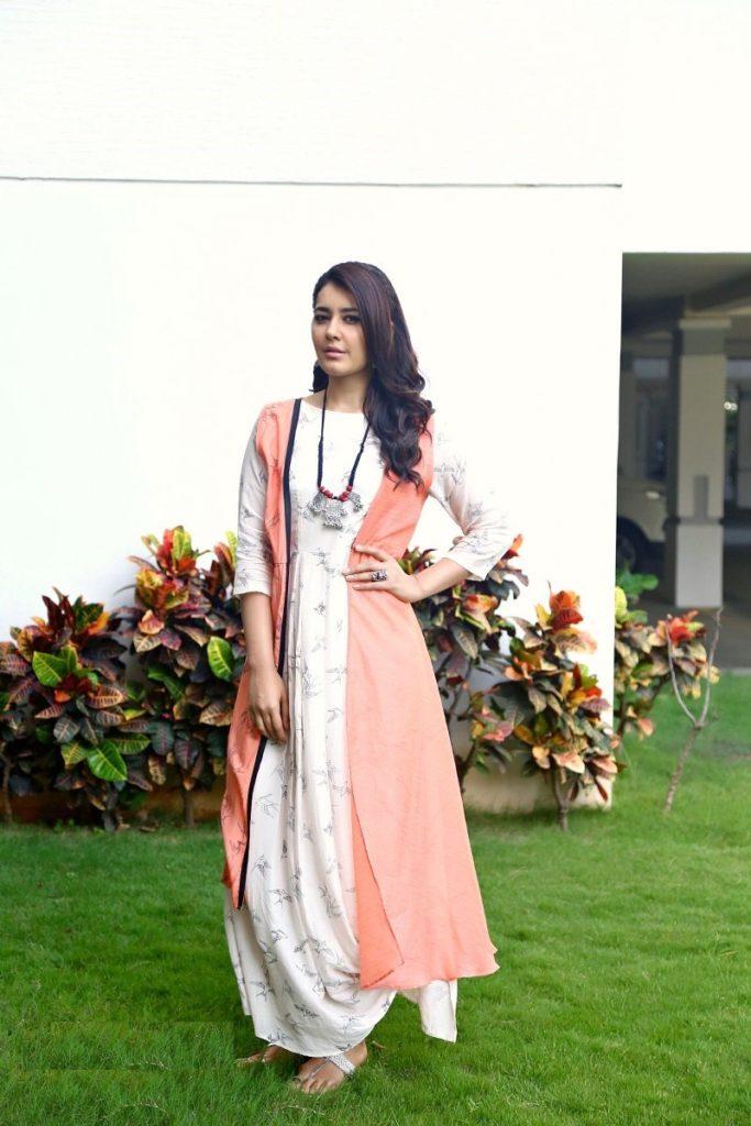 Raashi Khanna Sexy & Hot Wallpapers