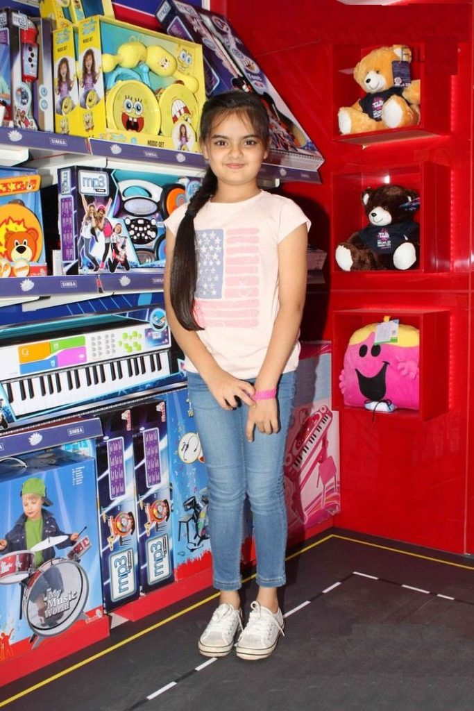 Ruhanika Dhawan Beautiful Look In Jeans Top