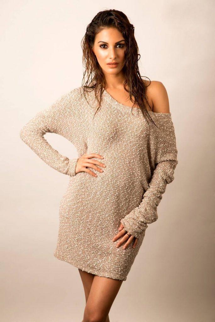 Sexy & Hot Amyra Dastur Pictures