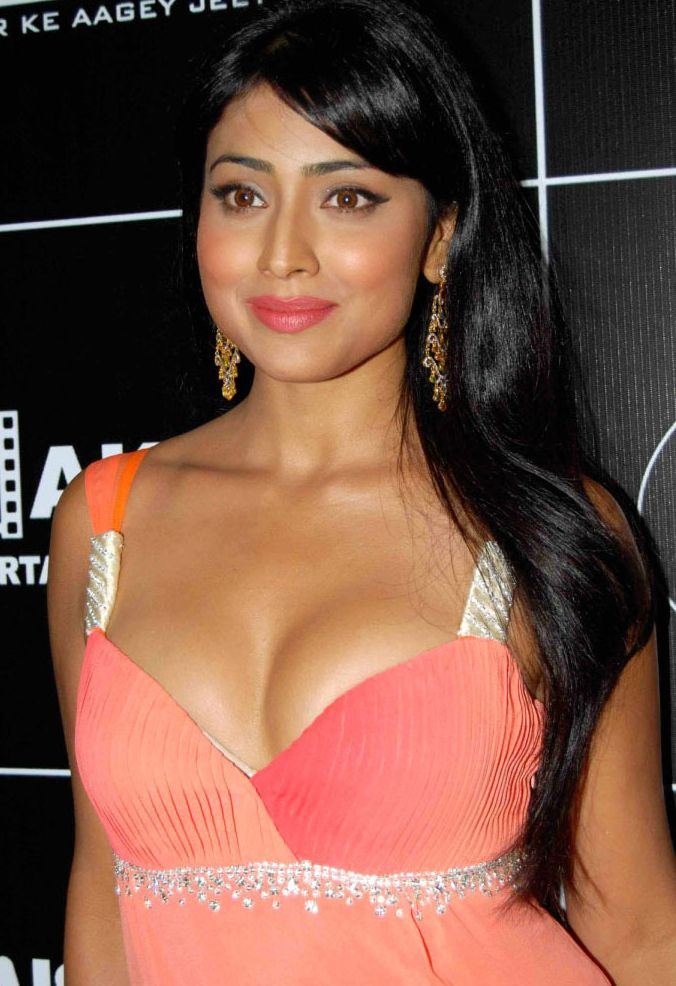 Shriya Saran Hot Boobs Pics