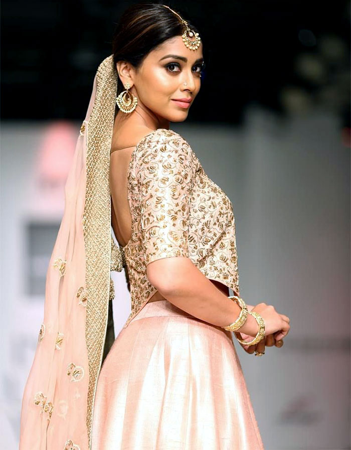 Shriya Saran Hot Images At Rampwalk HQ