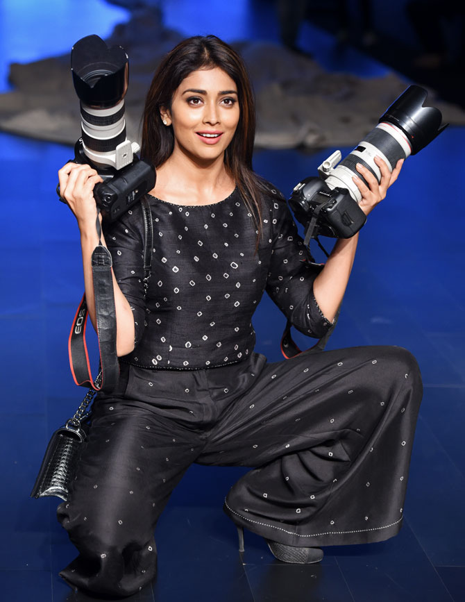 Shriya Saran In Black Color Clothes HD Photoshoot