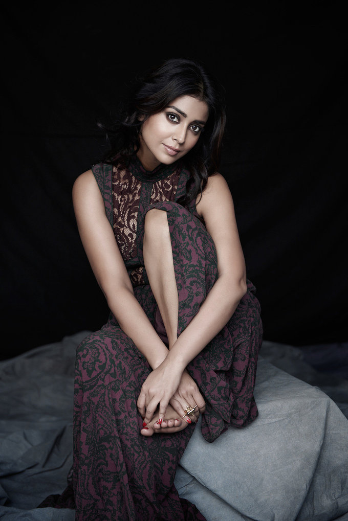 Shriya Saran Sexy Photoshoot Download