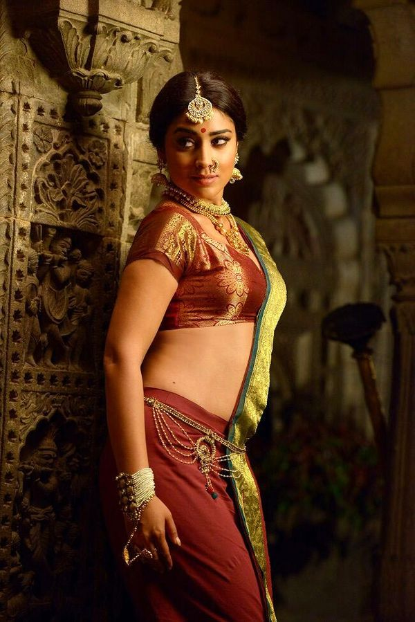 Shriya Saran Spicy Bold Wallpapers