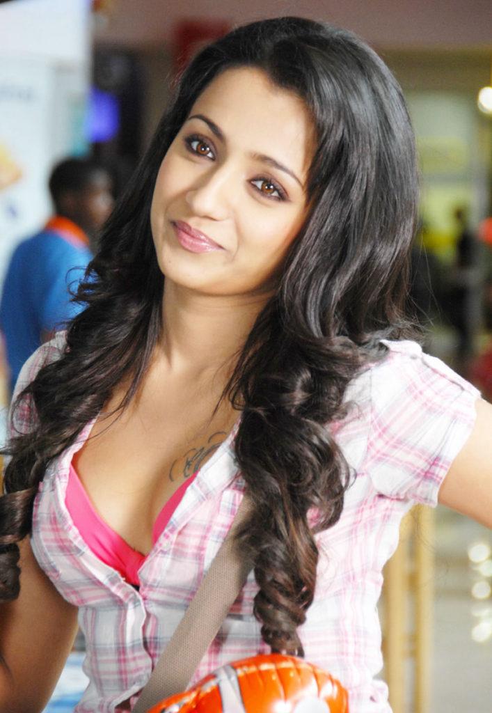 Trisha Krishnan Hot Boobs Showing Wallpapers