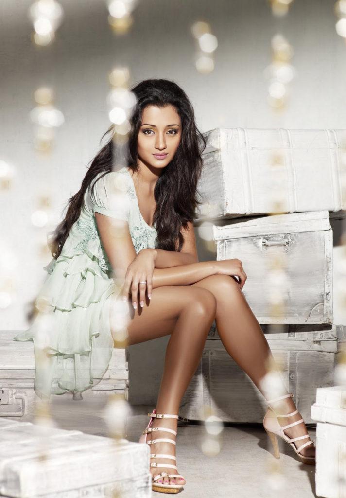 Trisha Krishnan Hot & Sexy Legs Showing Wallpapers HD
