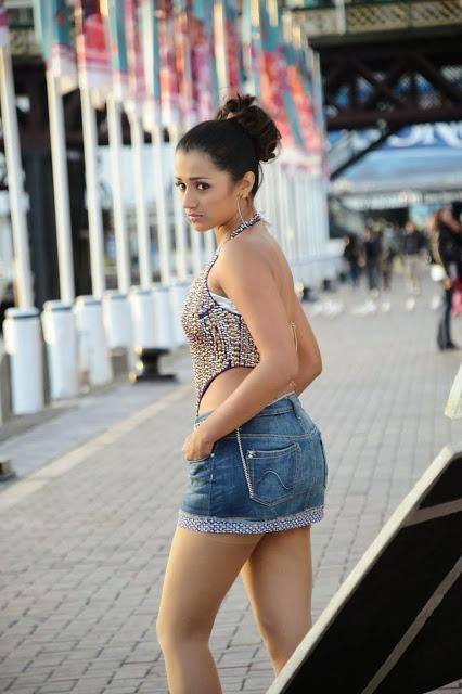 Trisha Krishnan In Bra Pics & Sexy Legs Images