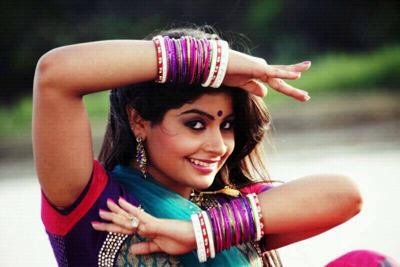 Yukti Kapoor Beautiful & Lovely Images