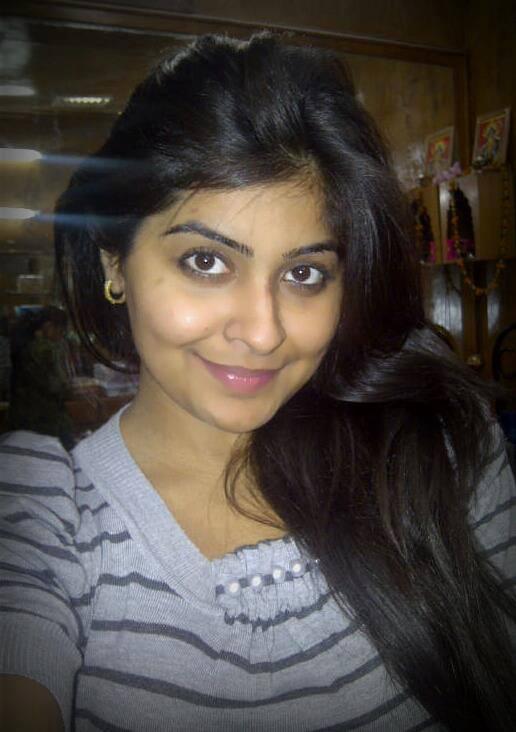 Yukti Kapoor Hot Photos