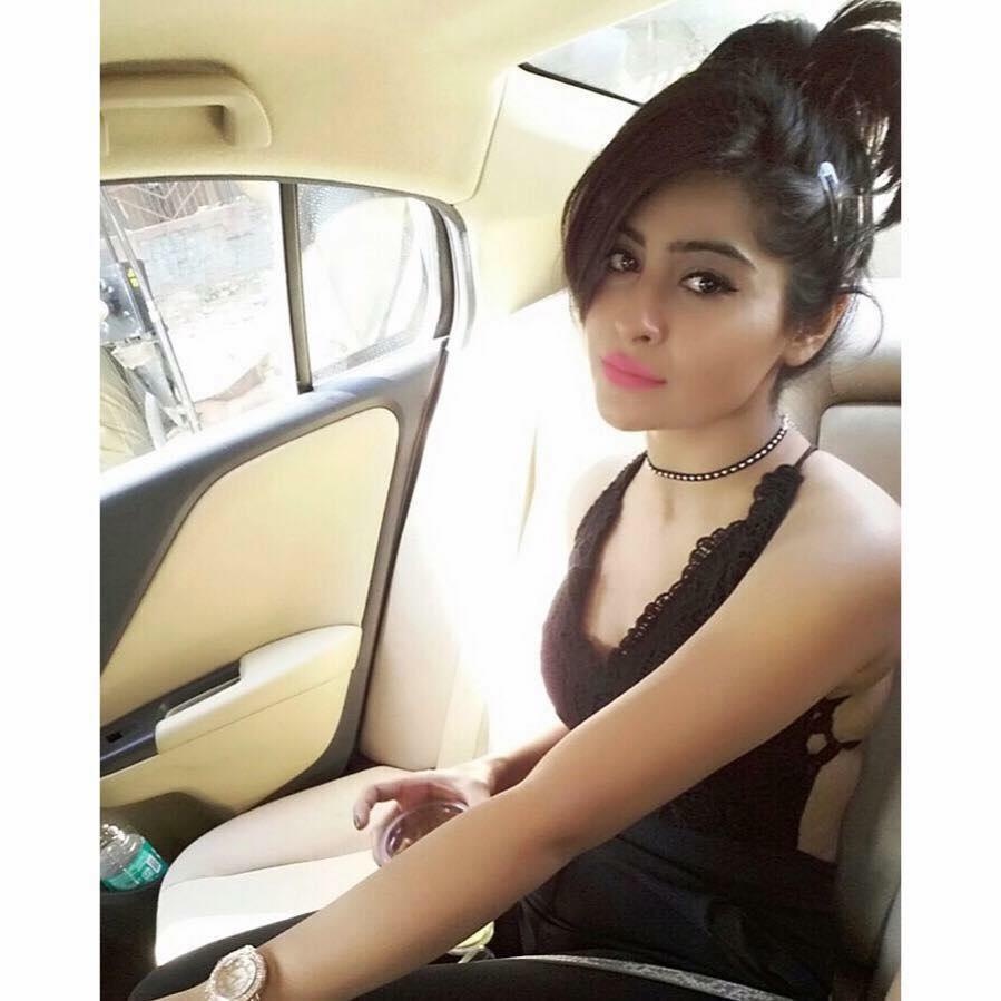 Yukti Kapoor New Hair Style Photos
