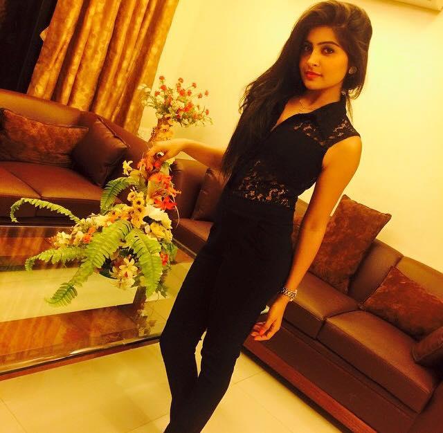 Yukti Kapoor Wallpapers In Jeans Top