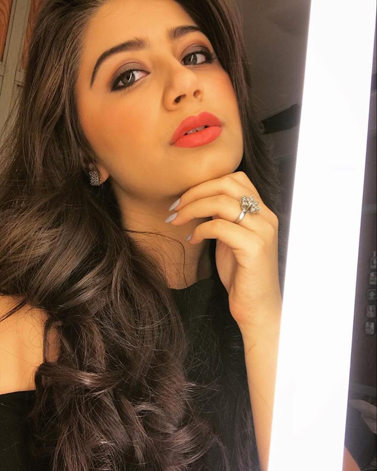 Aditi Bhatia Sizzling Photos