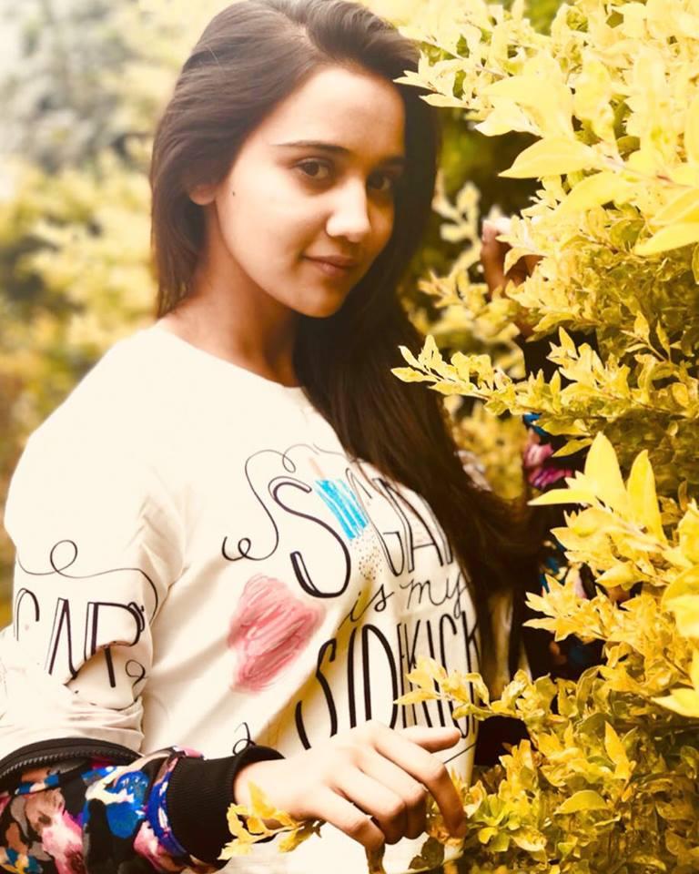 Ashi Singh Hot & Sexy Pics