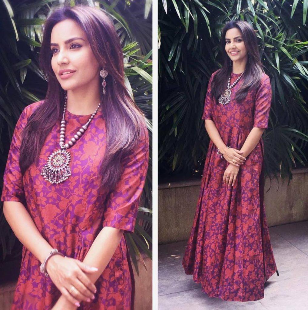Gorgeous Priya Anand Photos