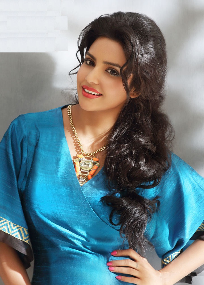 Priya Anand Full HD Images