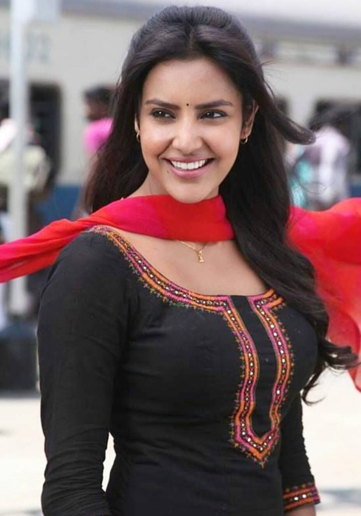 Scenic Priya Anand Hot Looking New Wallpapers  Pictures-5466