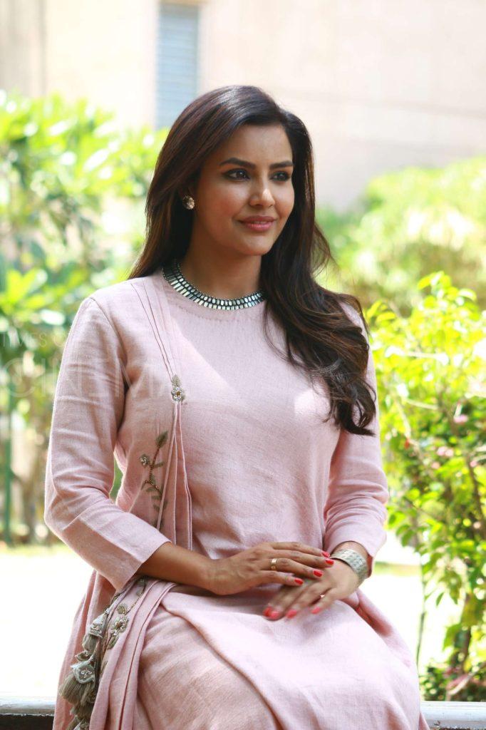 Priya Anand Scenic Wallpapers