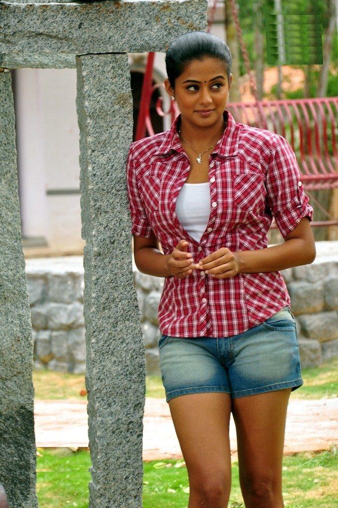 Priyamani Images In Bra Panty