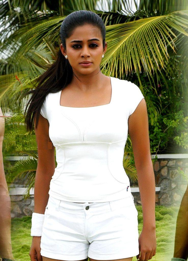 Priyamani Sexy & Hot Pictures
