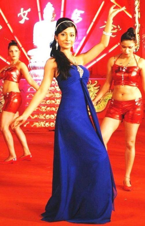 Radhika Pandit Dancing Images