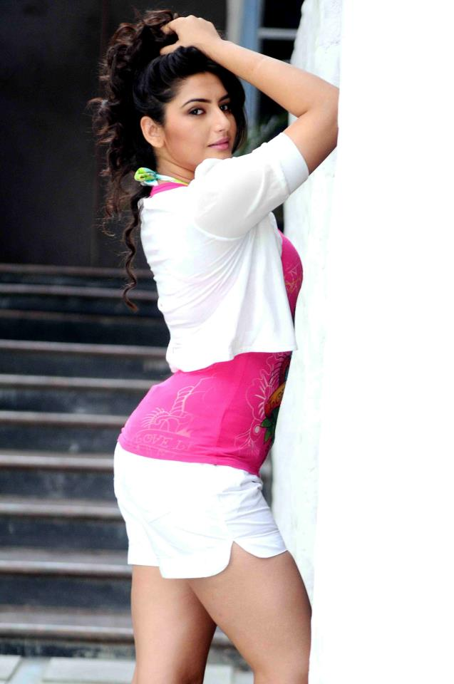 Ragini Dwivedi Photos In Short Cloths