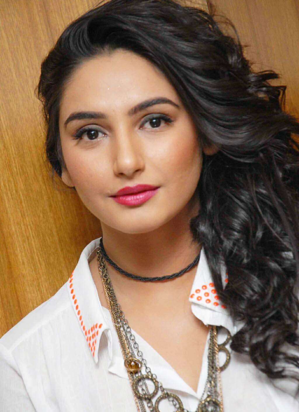Actress pooja kumar hot scene - 3 8