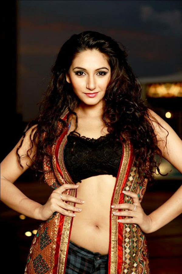 Ragini Dwivedi Sexy Navel Images