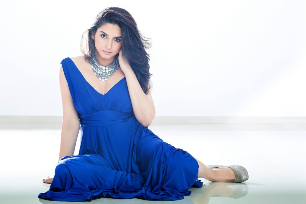 Ragini Dwivedi Spicy & Sizzling Wallpapers