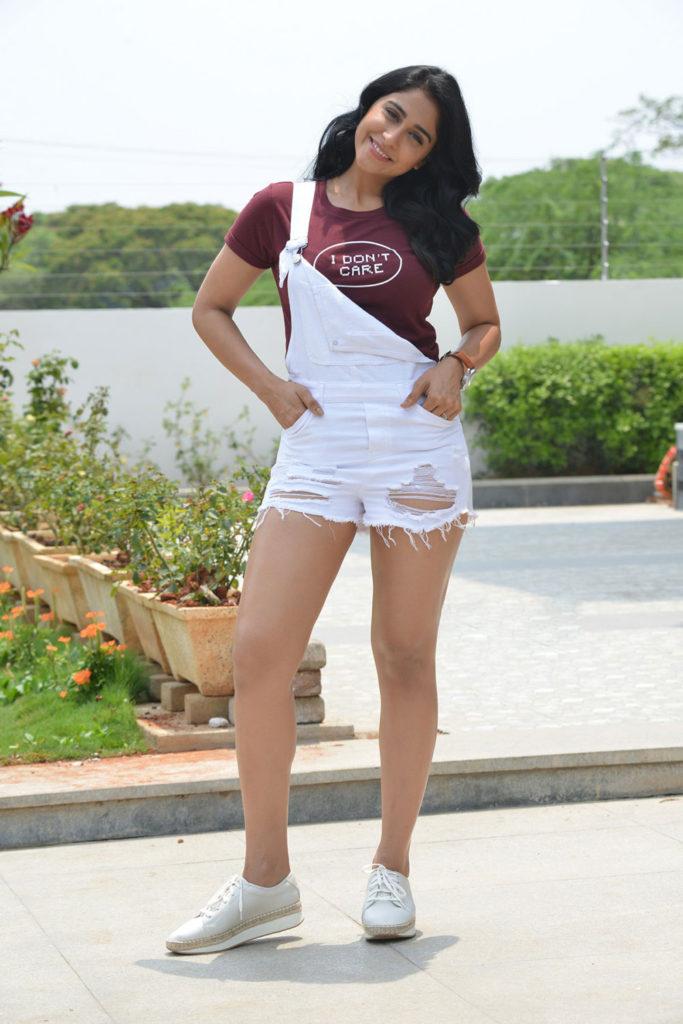Regina Cassandra Hot Legs Photos In Shorts