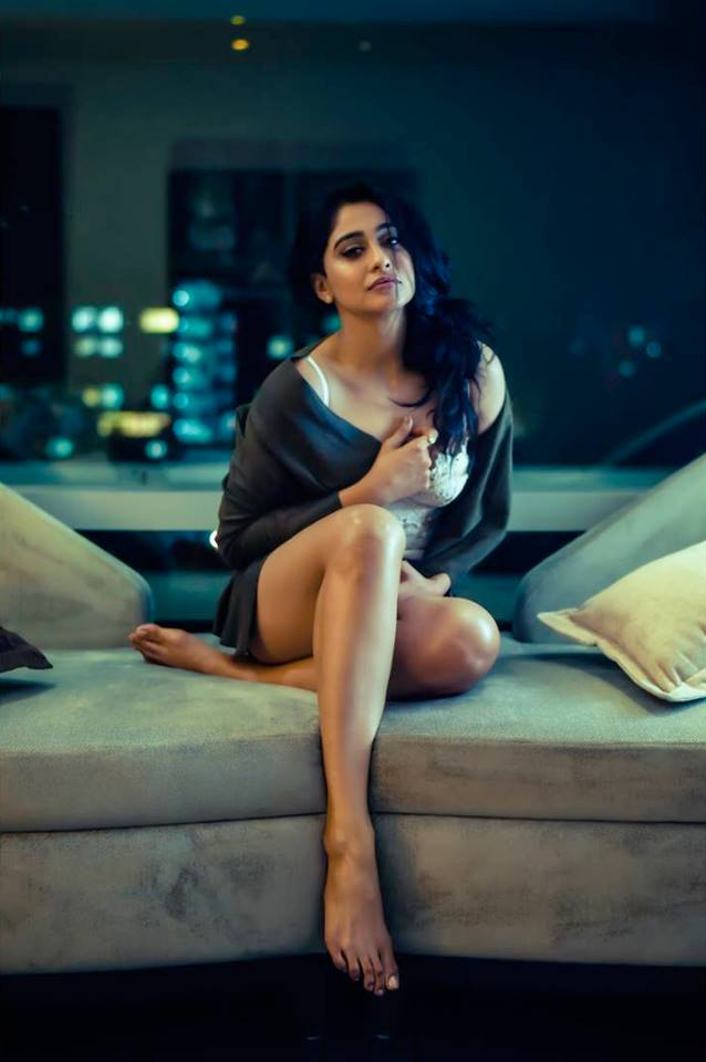 Regina Cassandra Photos In Short Dress
