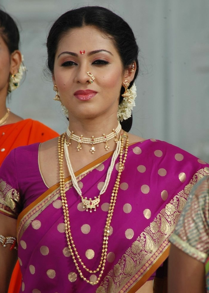 Sadha Beautiful Wallpapers In Saree
