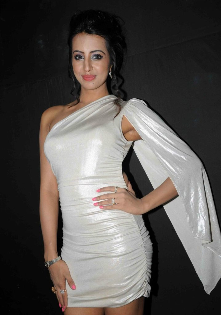 Sanjjanaa Archana Galrani Beautiful Pics