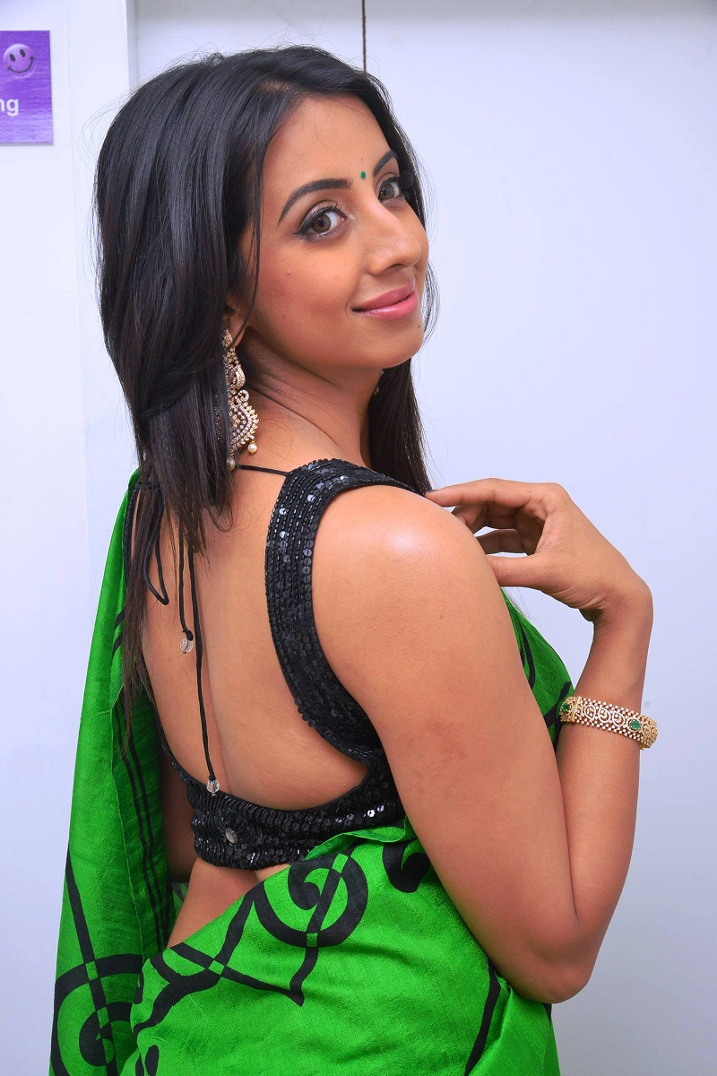 Sanjjanaa Hot Unseen Full Hd Images In Shorts Clothes