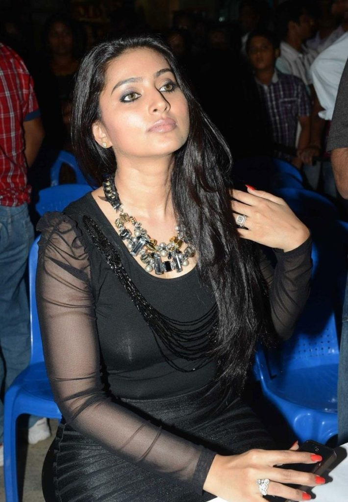 Sneha Attractive Pictures