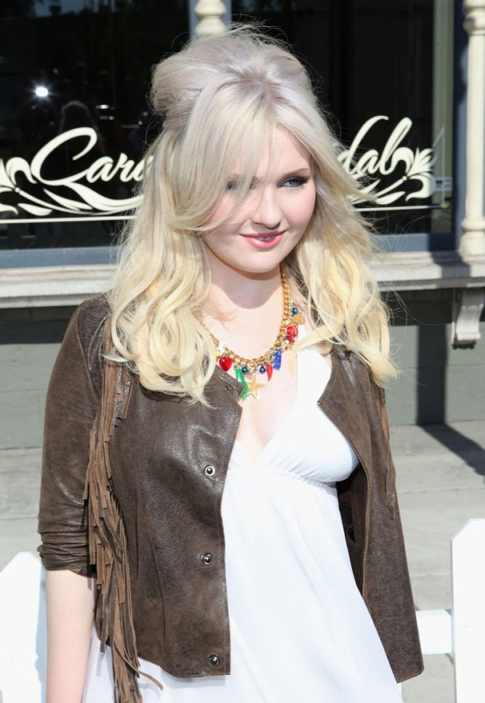 Abigail Breslin Attractive & Charming Wallpapers