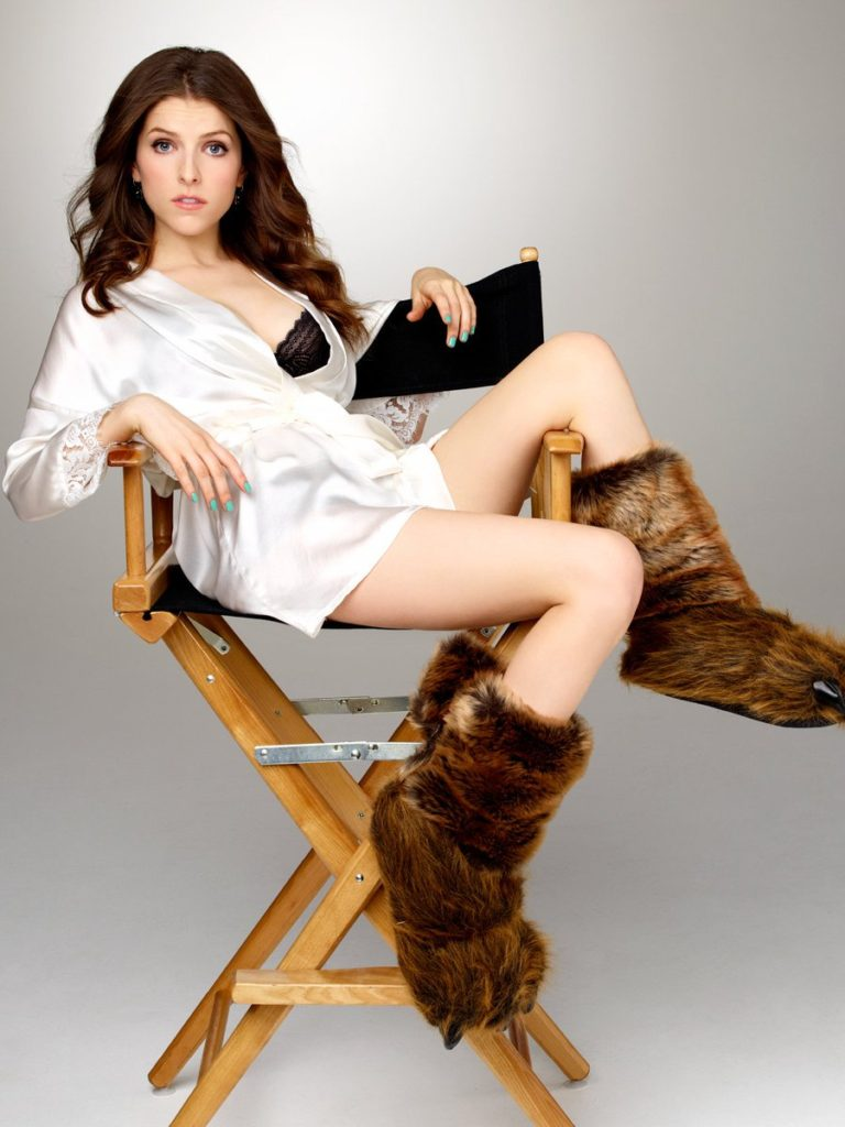Anna Kendrick Hot Images In Short Dress