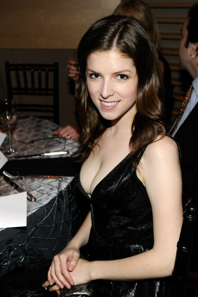 Anna Kendrick New Look Images