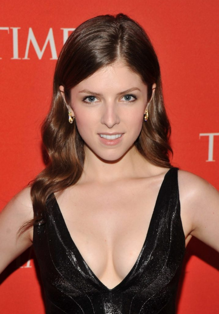 Anna Kendrick Sexy Boobs Showing Pics