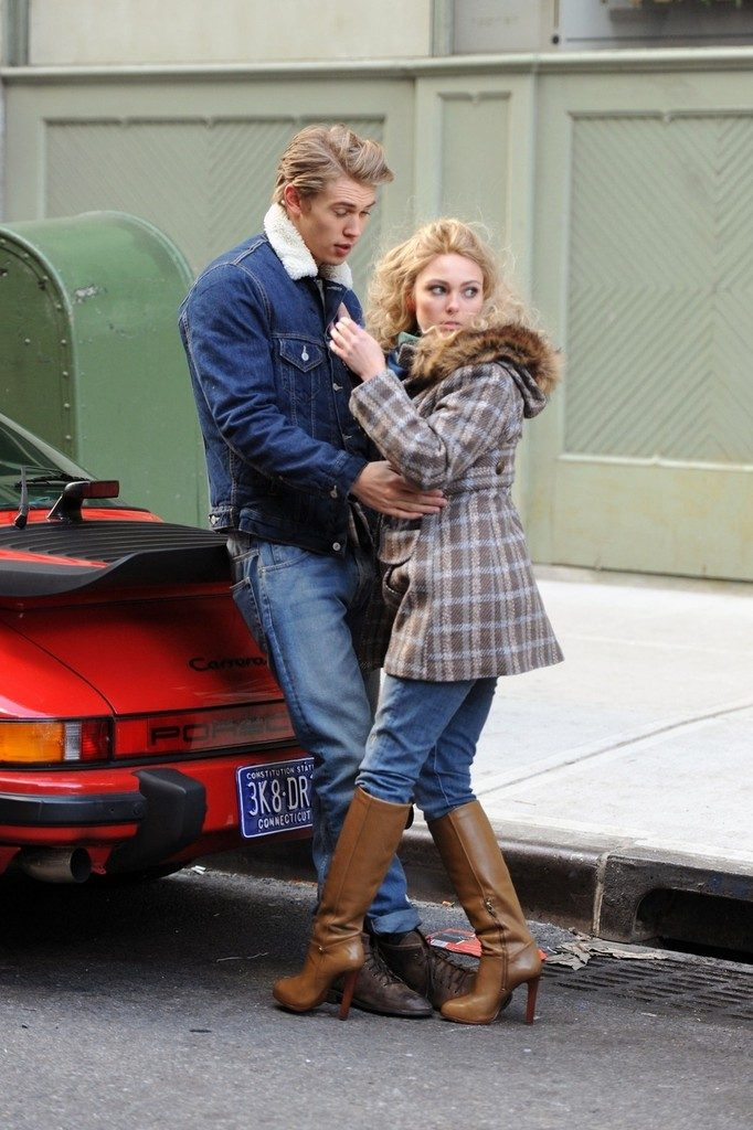 AnnaSophia Robb Cute Images With Boyfriend
