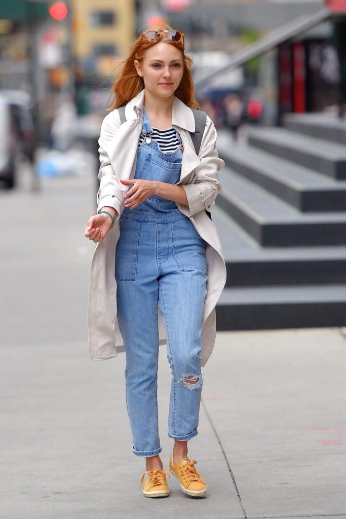 AnnaSophia Robb Photos In Jeans Top