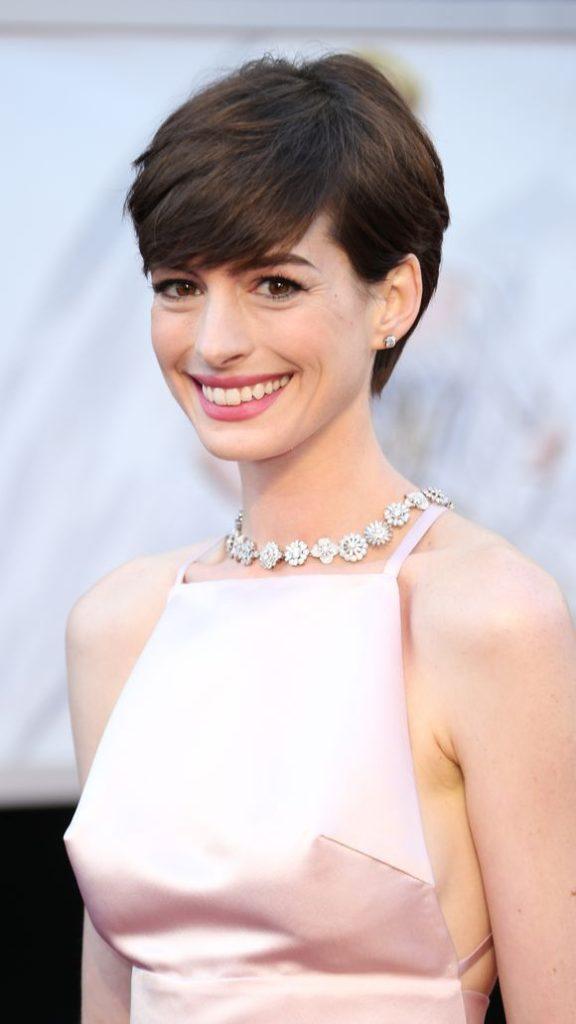 Anne Hathaway Latest Hair Style Photos
