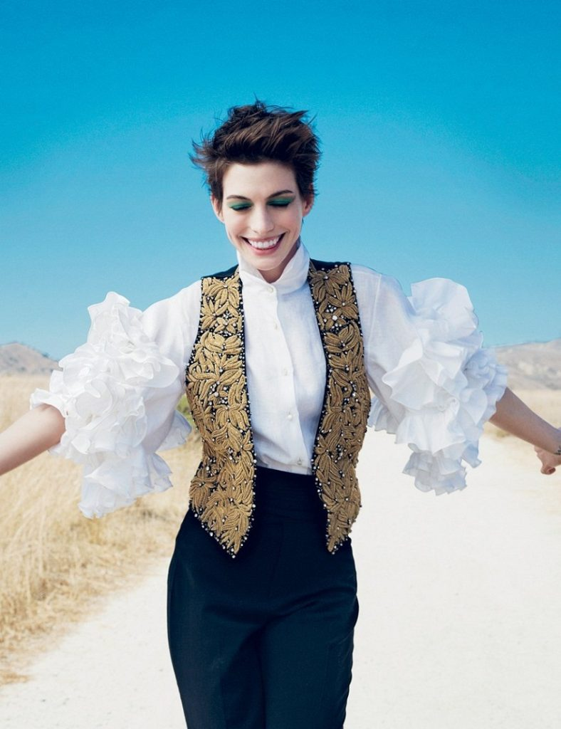 Anne Hathaway Royal Look Images