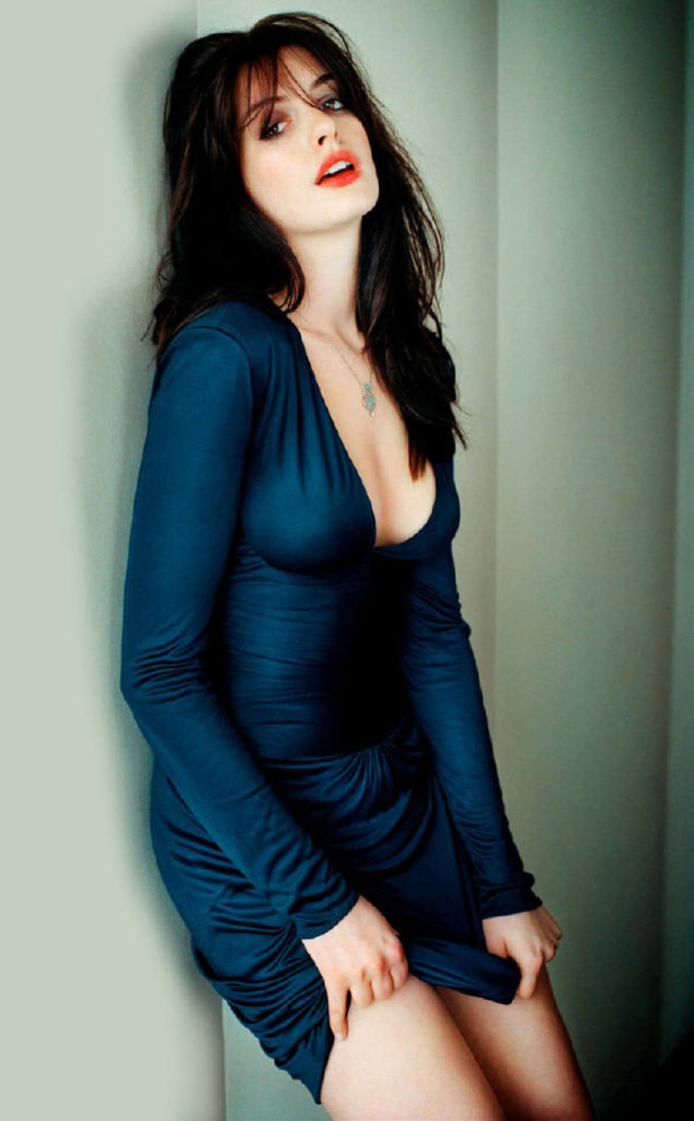 Anne Hathaway Sizzling Images