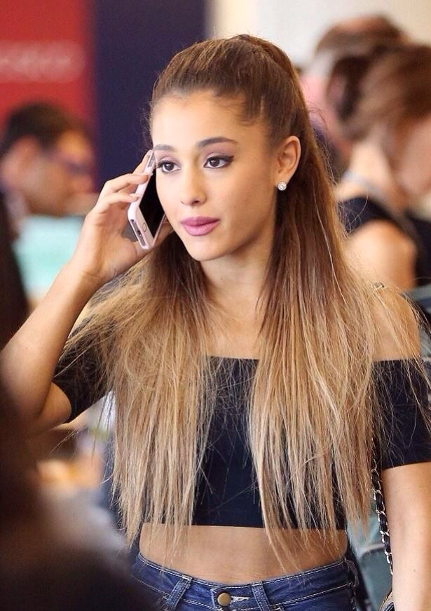 Ariana Grande Charming & Attractive Wallpapers