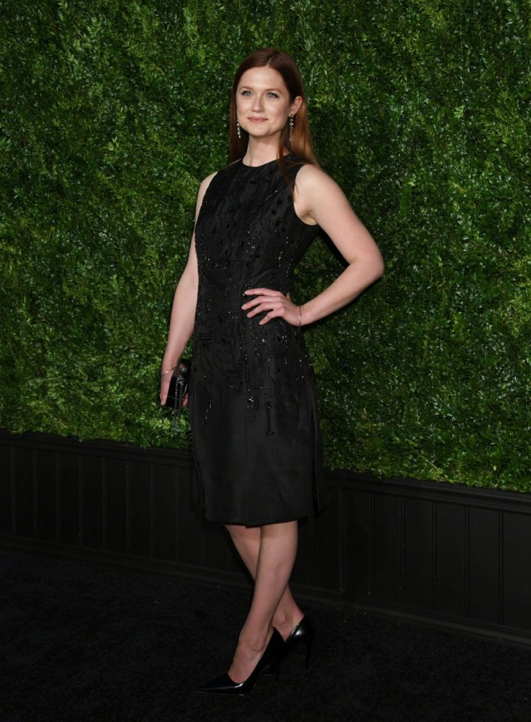 Bonnie Wright Hot Images In Short Dress